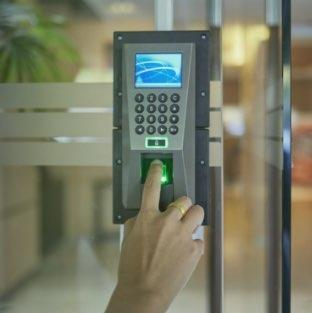 Servicio de control de accesos para comunidades de vecinos en Logroño