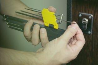 Servicio de mantenimiento de cerrajería para comunidades de vecinos en Logroño